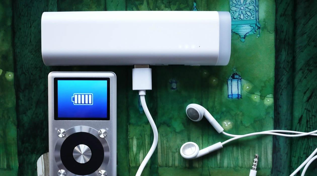 Внешний аккумулятор Rombica NEO NL90 – заряди и освети!